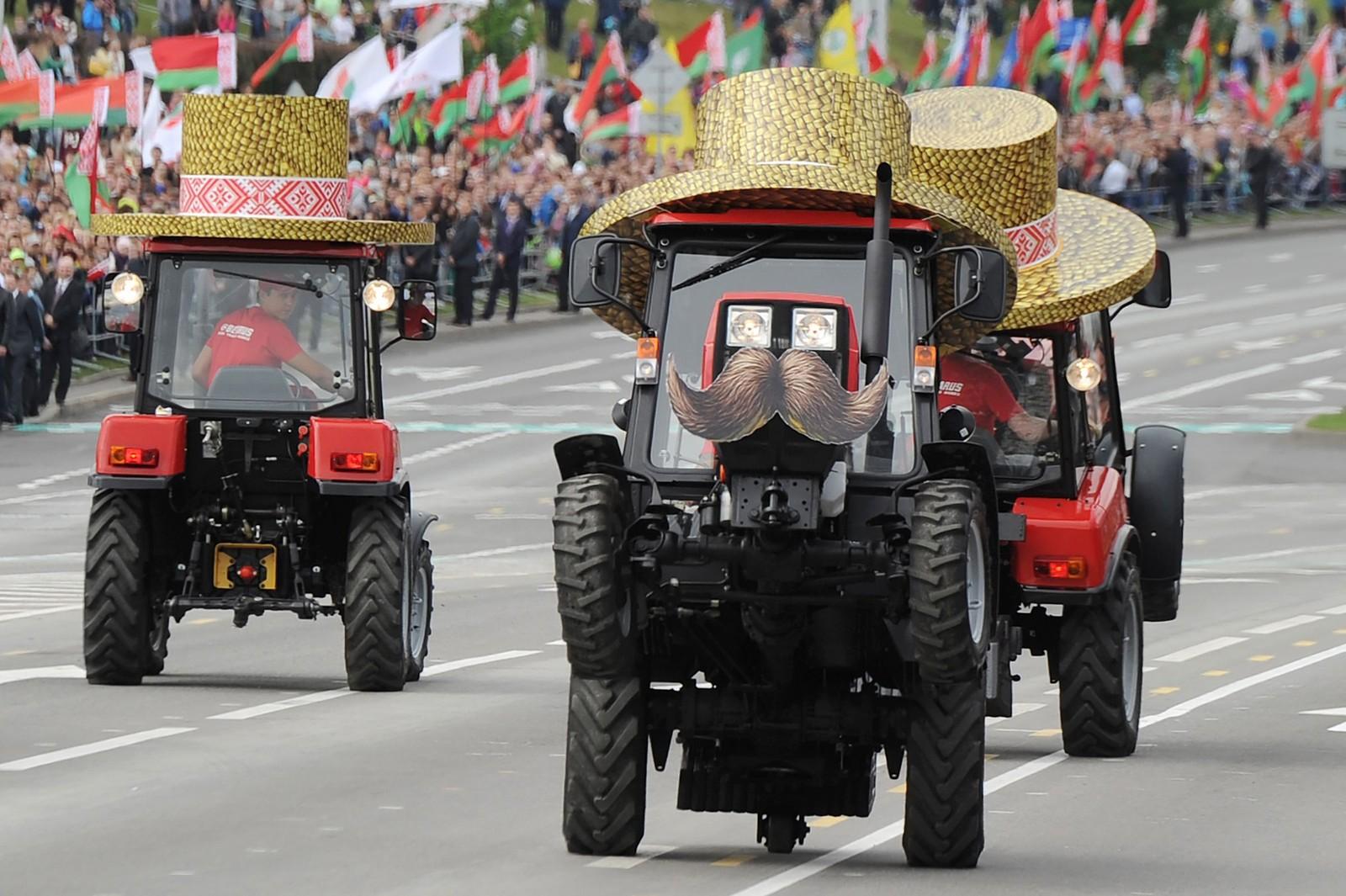 I Norge har vi barnetog, i Hviterussland gjør de det blant annet slik. 3. juli feira de sin uavhengighetsdag.