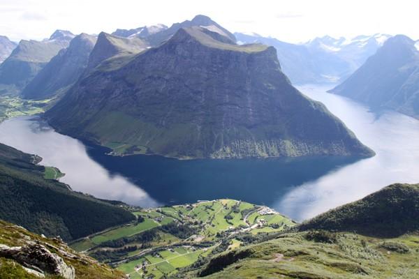 Bordangsfjorden og bugda Urke - Foto: Arild Eidset