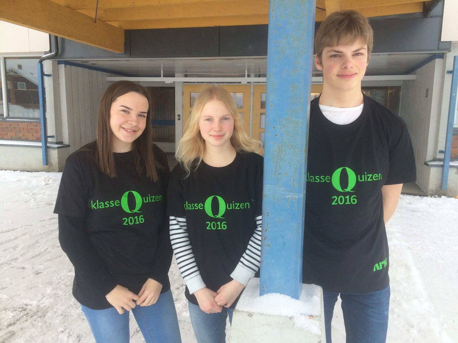 Stange ungdomsskole fikk 9 rette i Klassequizen. F.v. Ida Brun, Ella Ruud Dangmann og Stian Vegard.
