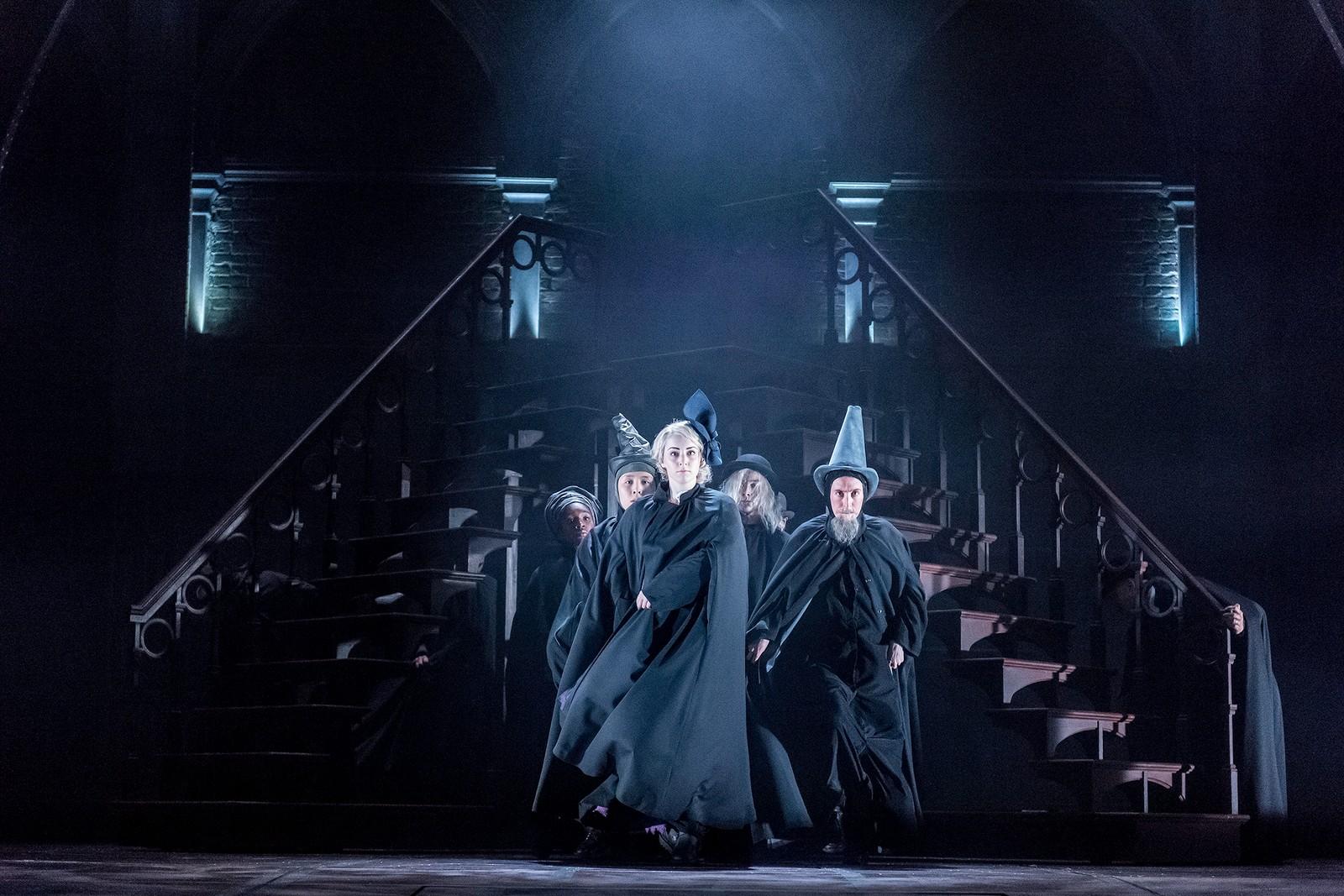 LANG HISTORIE: Forestillingen «Harry Potter and the Cursed Child» er delt opp i to deler, hvor den ene spilles på formiddagen og den andre på kveldstid. Det er lagt opp til at publikum skal se begge delene på samme dag.