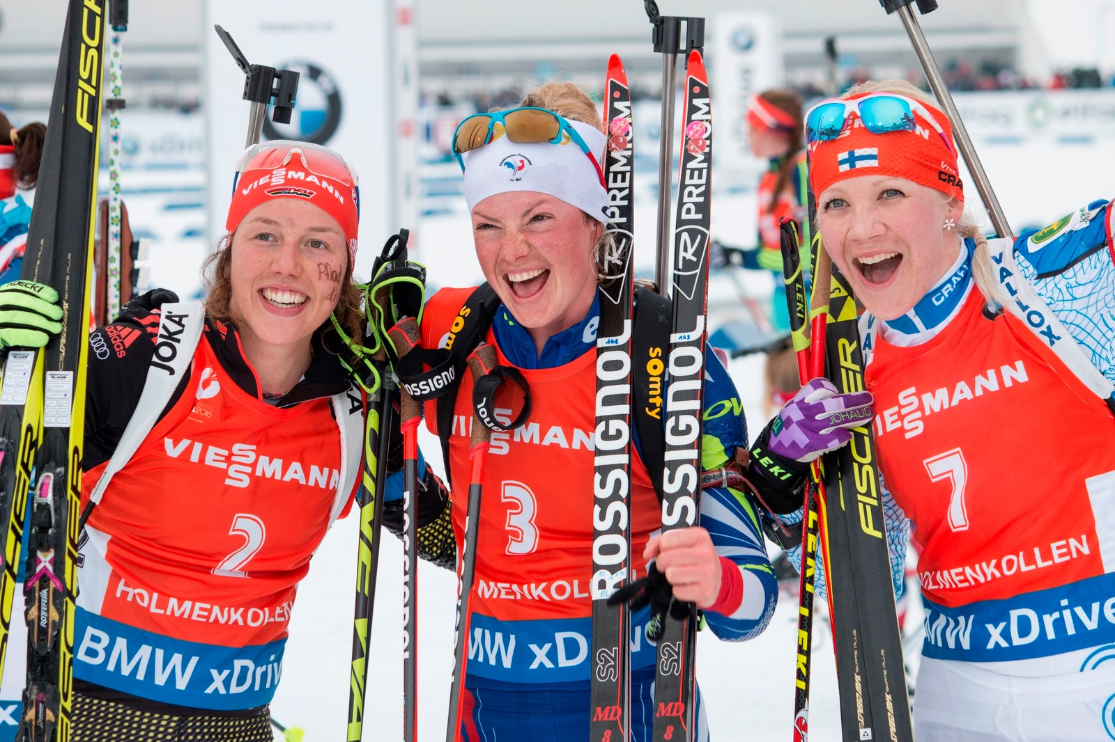 VM skiskyting Oslo 2016 Marie Dorin Habert (FRA) won the gold medal in the 12,5 km pursuit event in Holmenkollen 13 . March. Laura Dahlmeier (GER, left) won the silver medal and Kaisa Makarainen (FIN, right) the bronze.
