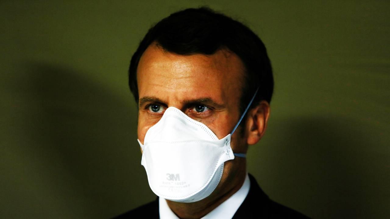 President Emmanuel Macron var iført ansiktsmaske da han besøkte Mulhouse 25. mars.