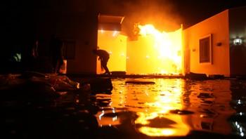 Det amerikanske konsulatet i Benghazi, Libya, i brann