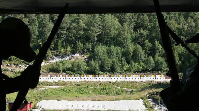 Frå standplassen på FørdeSkyttarstadion i Kråkenesmarka. Foto: Kjell Arvid Stølen, NRK.
