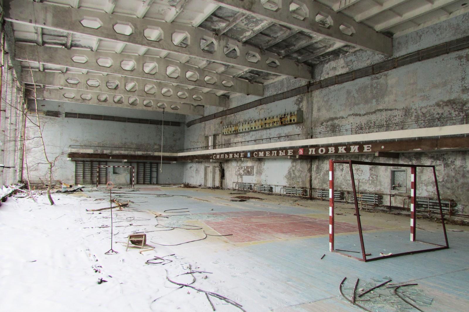 Håndballmålene står fortsatt inne i idrettshallen.