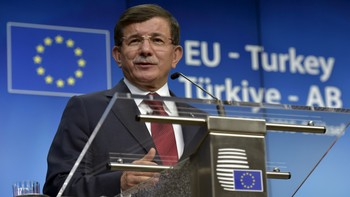 EUROPE-MIGRANTS/TURKEY Turkish Prime Minister Ahmet Davutoglu gives a news conference after a EU-Turkey summit in Brussels, Belgium
