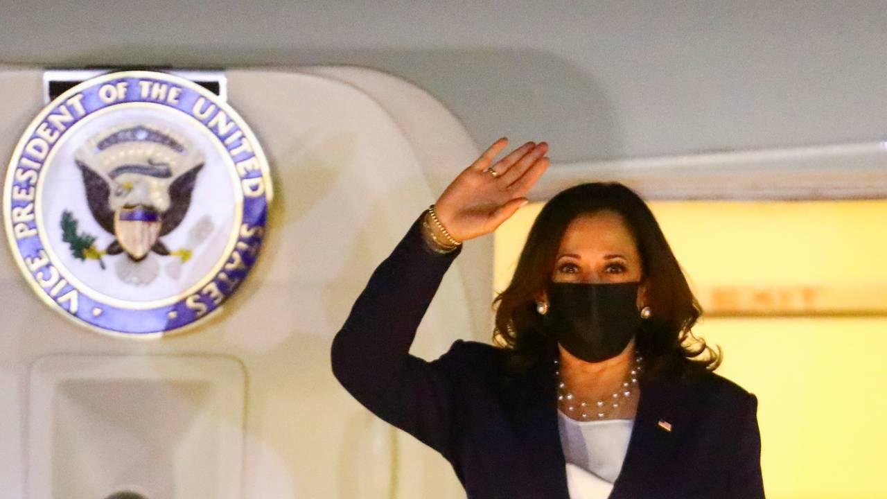 Kamala Harris i flydøra