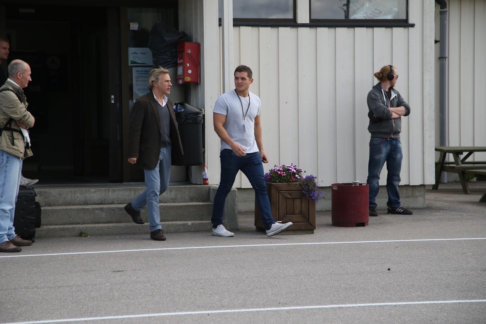 James Bond-skurk Christoph Waltz på flyplassen i Svolvær.