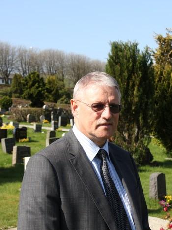 Rolf Rød, Hviding begravelsesbyrå