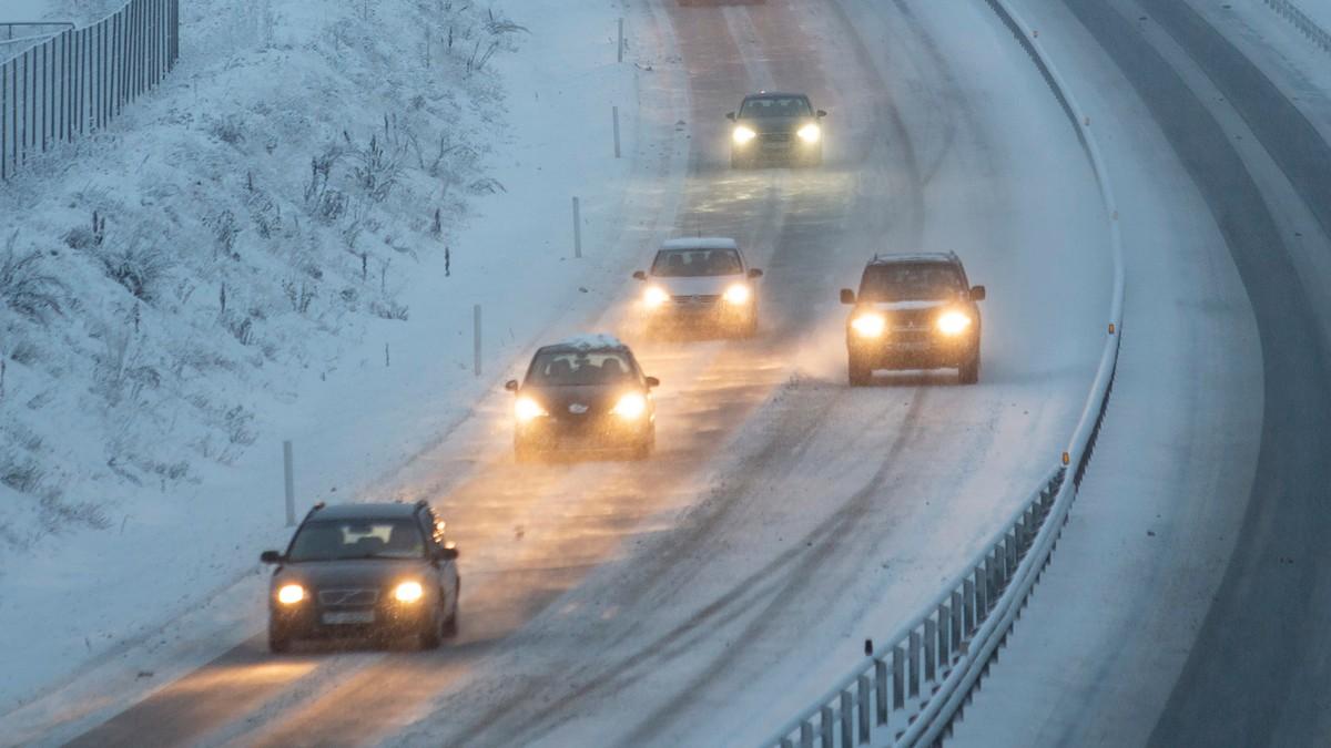 Trafikk og glatte veier.