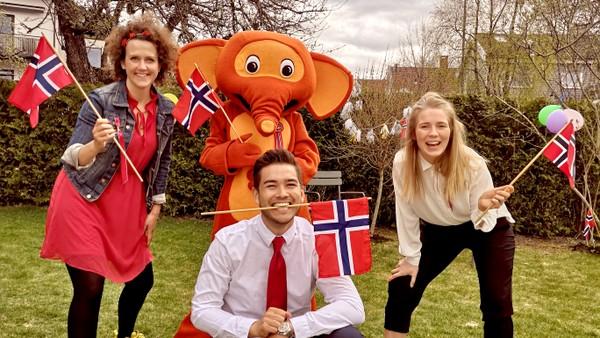 Det blir ikke vanlig 17. maitog, så vi håper at alle vil være med å danse sammen i stedet. Her lærer du deg dansen, og samtidig litt om Norges historie.