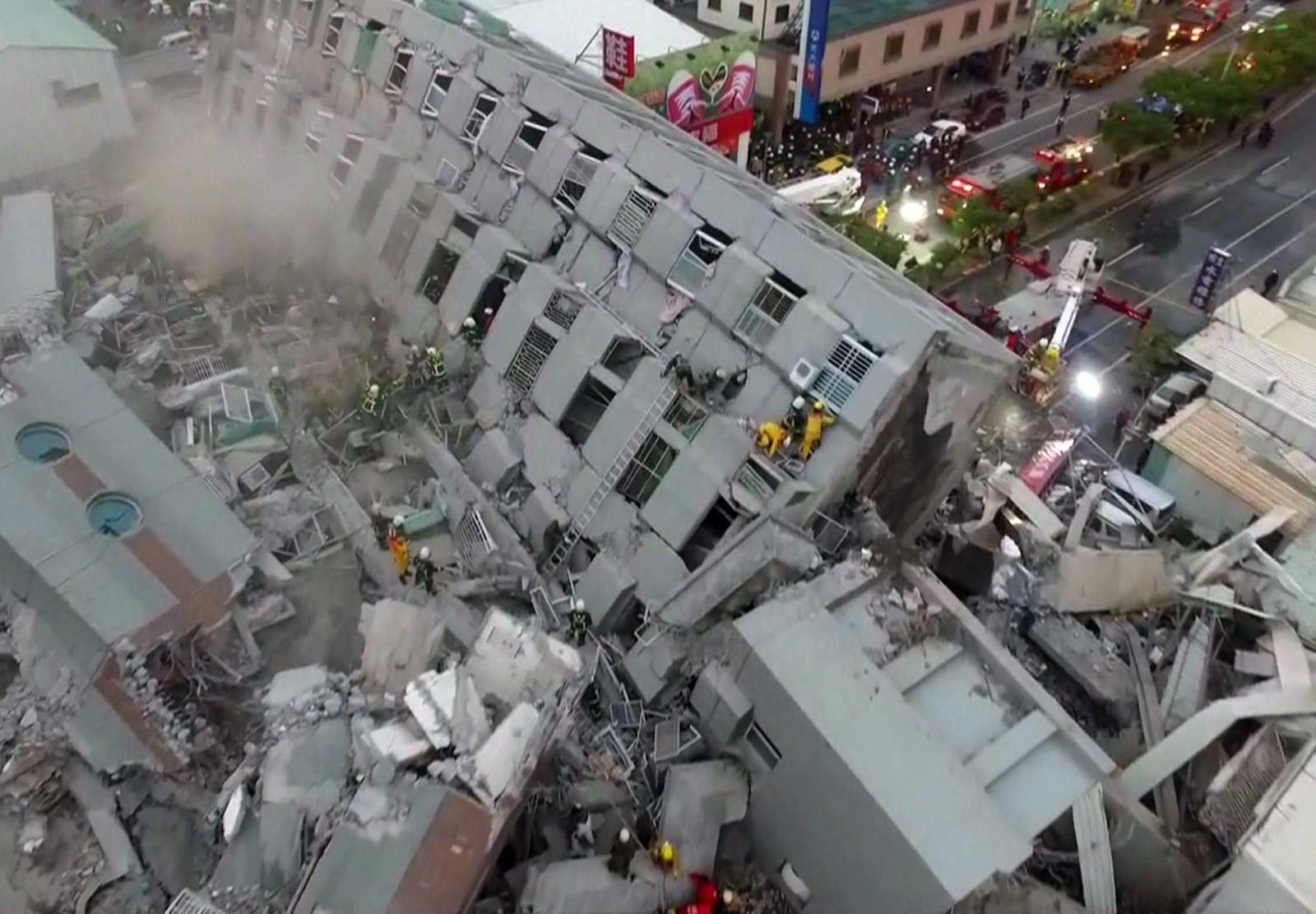 Denne 17 etasjer høye boligblokken kollapset under jordskjelvet.