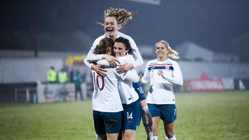 17:50 · Privatlandskamp: Skottland - Norge, kvinner