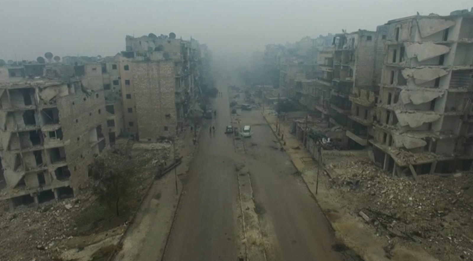 Dette dronebildet er tatt 13. desember og viser en utbombet del av østre Aleppo.