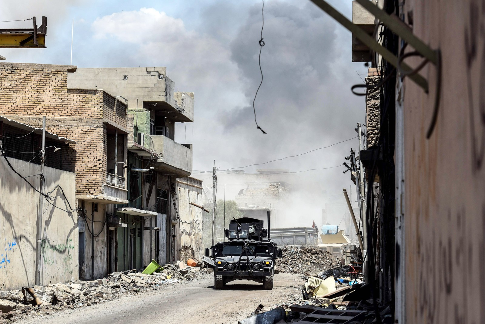 Irakiske styrker rykker fram mot gamlebyen i Mosul søndag.