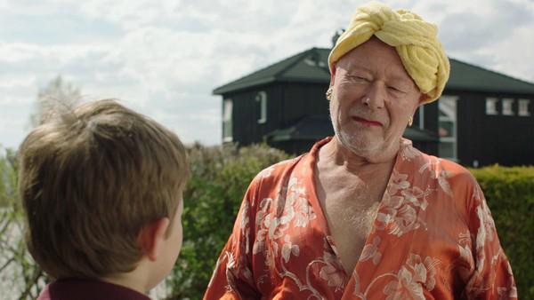 Tjuben tar helt av! Men å bli populær koster! Vennskapet med Petter blir satt på prøve, og Martin må finne en løsning på alle utfordringene.