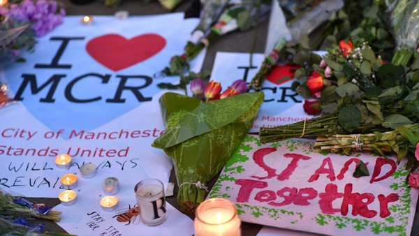Hvorfor skor noen seg på en tragedie?