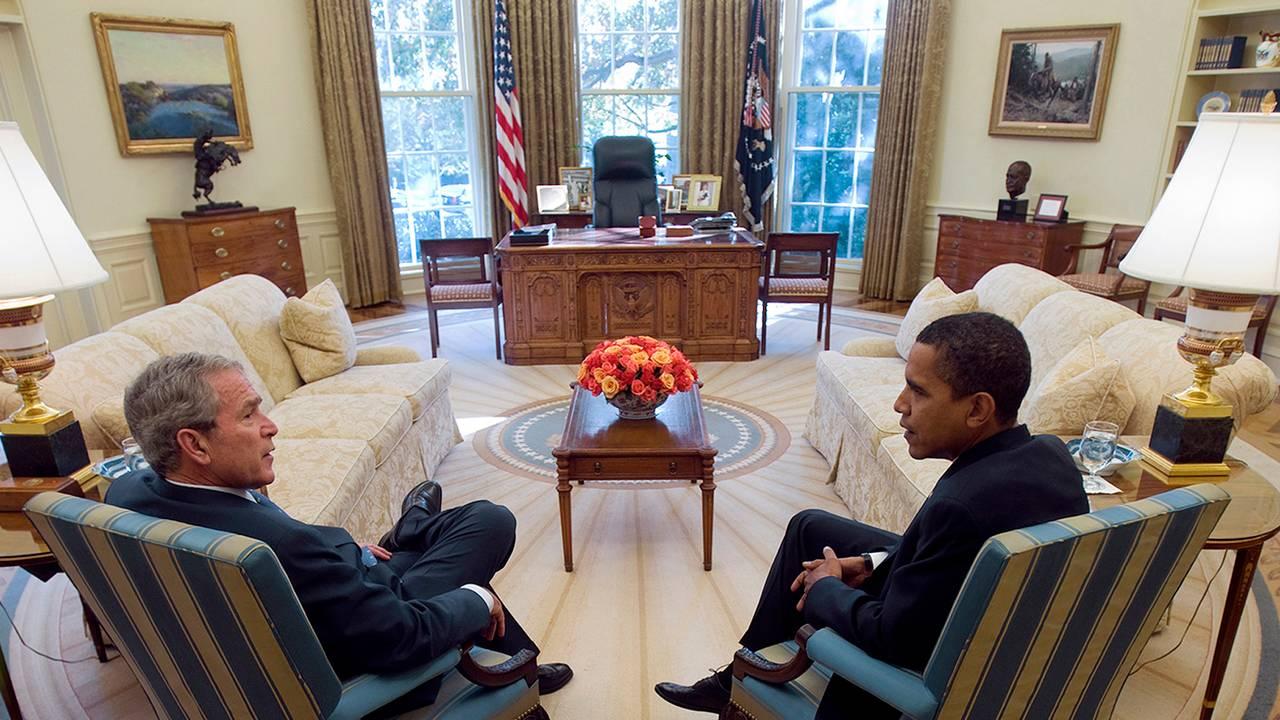 Det ovale kontor i Det hvite hus slik det så ut da George W. Bush møtte Barack Obama 10. november 2008.