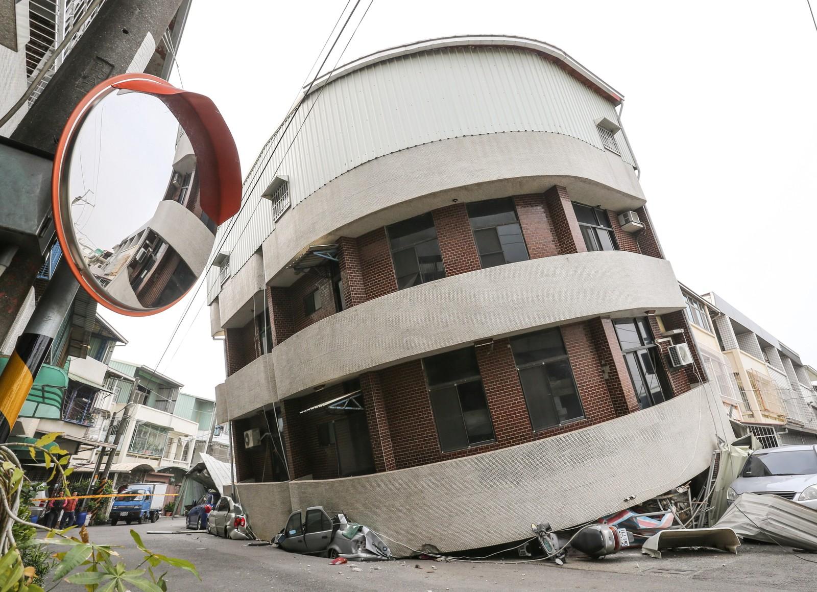 Flere bygninger fikk store skader.