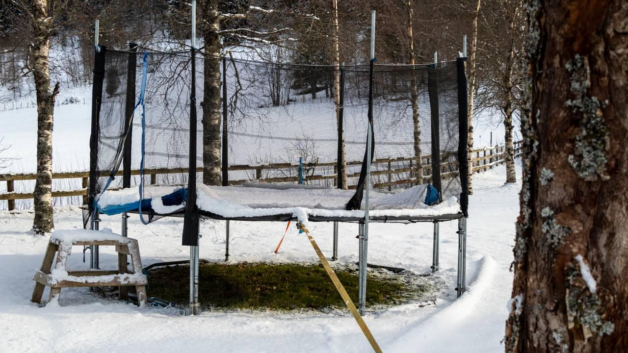 Trampoline på vinteren hos Marie Slåtten