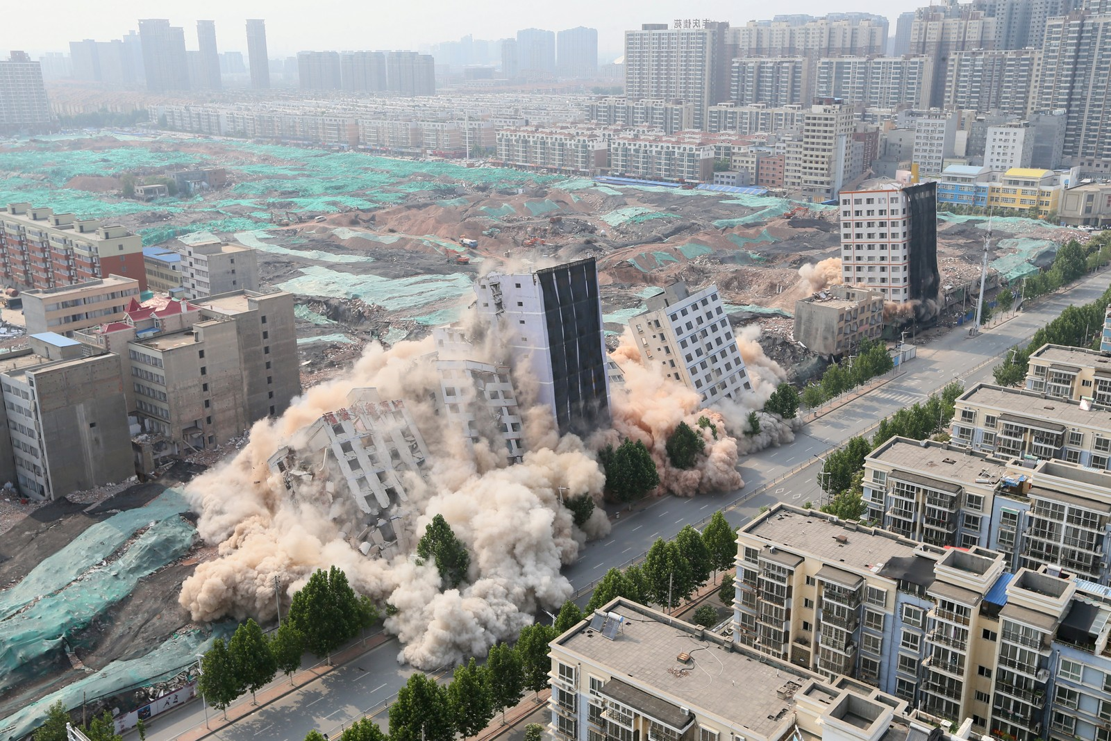 Gamle bygninger må falle før nye skal bygges opp i Zhengzhou. Byen er hovedstaden i Henan-provinsen og er pekt ut til å bli et knutepunkt for handel mellom øst og vest.