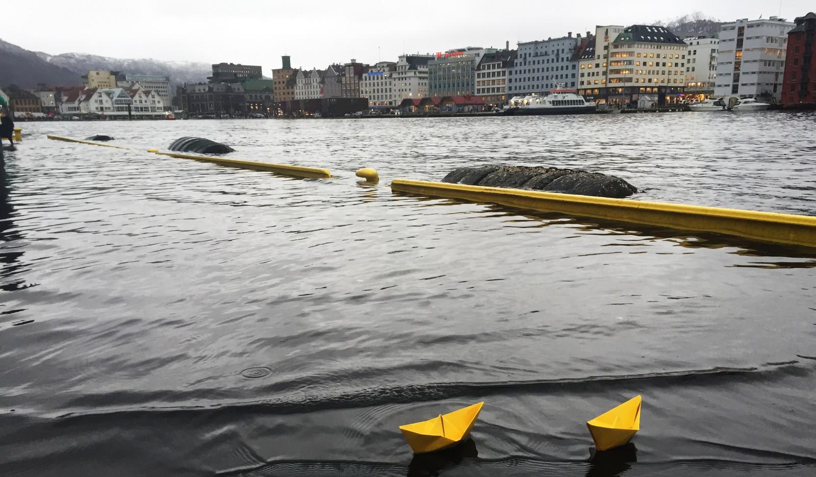 FLOM: Det ble svært vått på deler av Bryggen i Bergen.