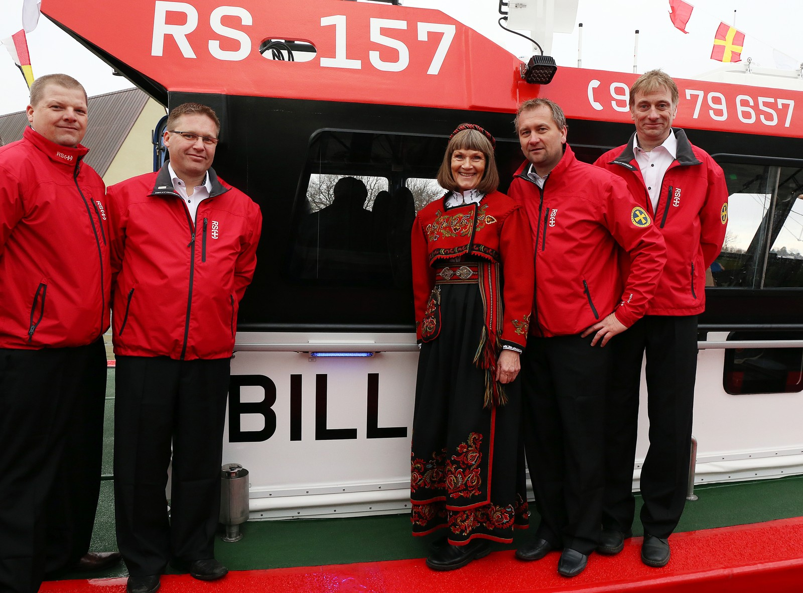Mannskapet på RS Bill sammen med gudmor.