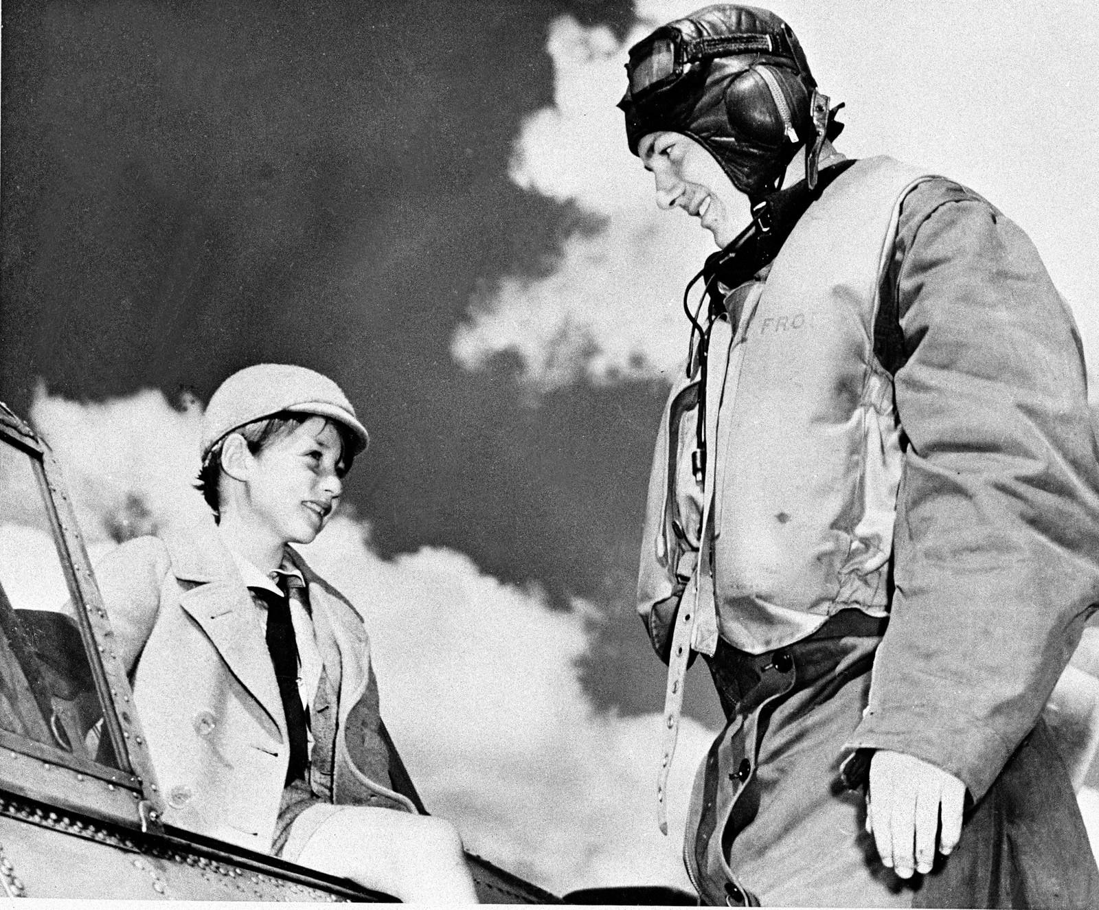 Prins Harald besøker treningsleiren Little Norway i Canada i 1941.