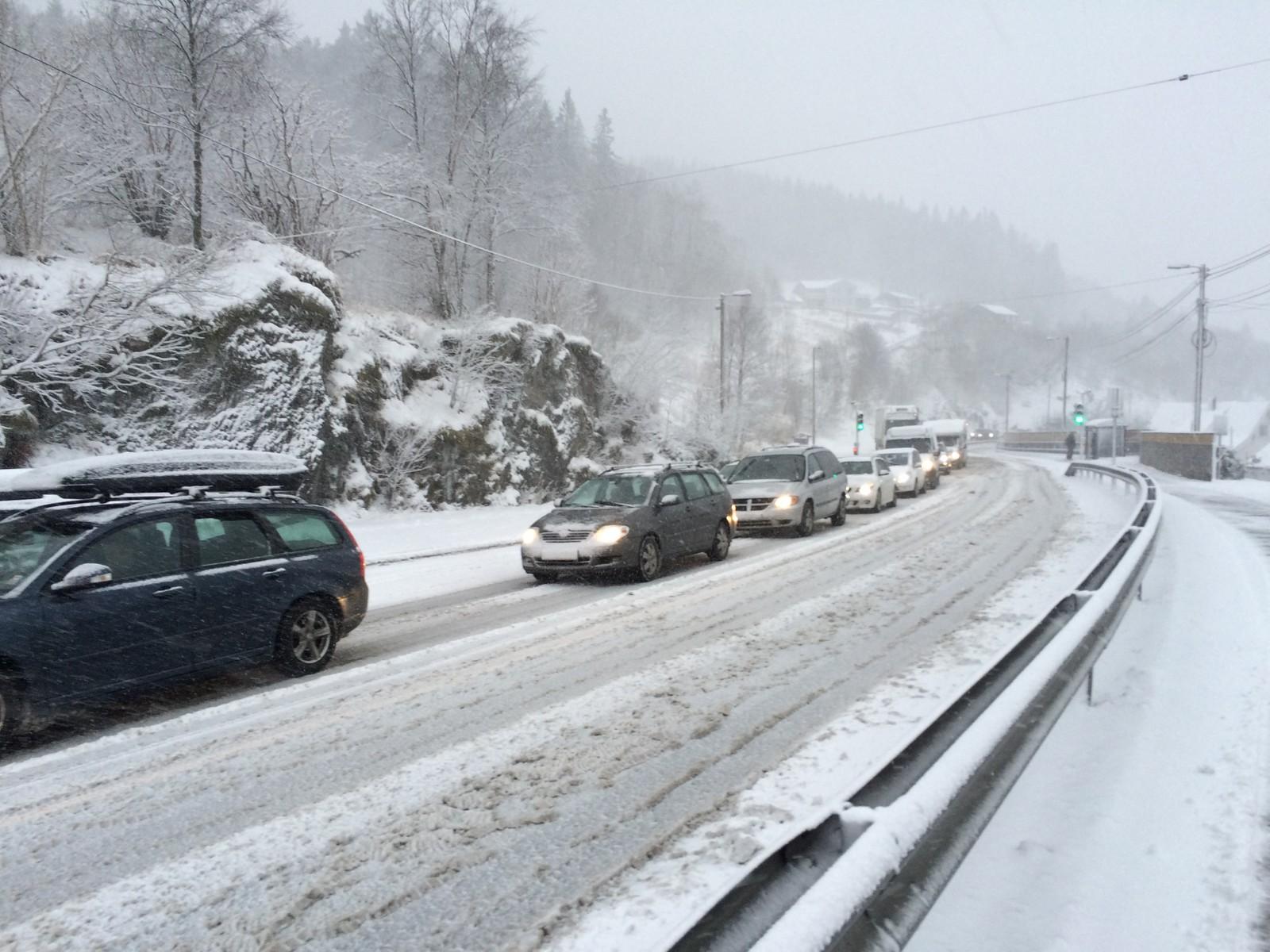 Køen fra Bergen mot Vallaheiane står på det meste mot Nesttun.