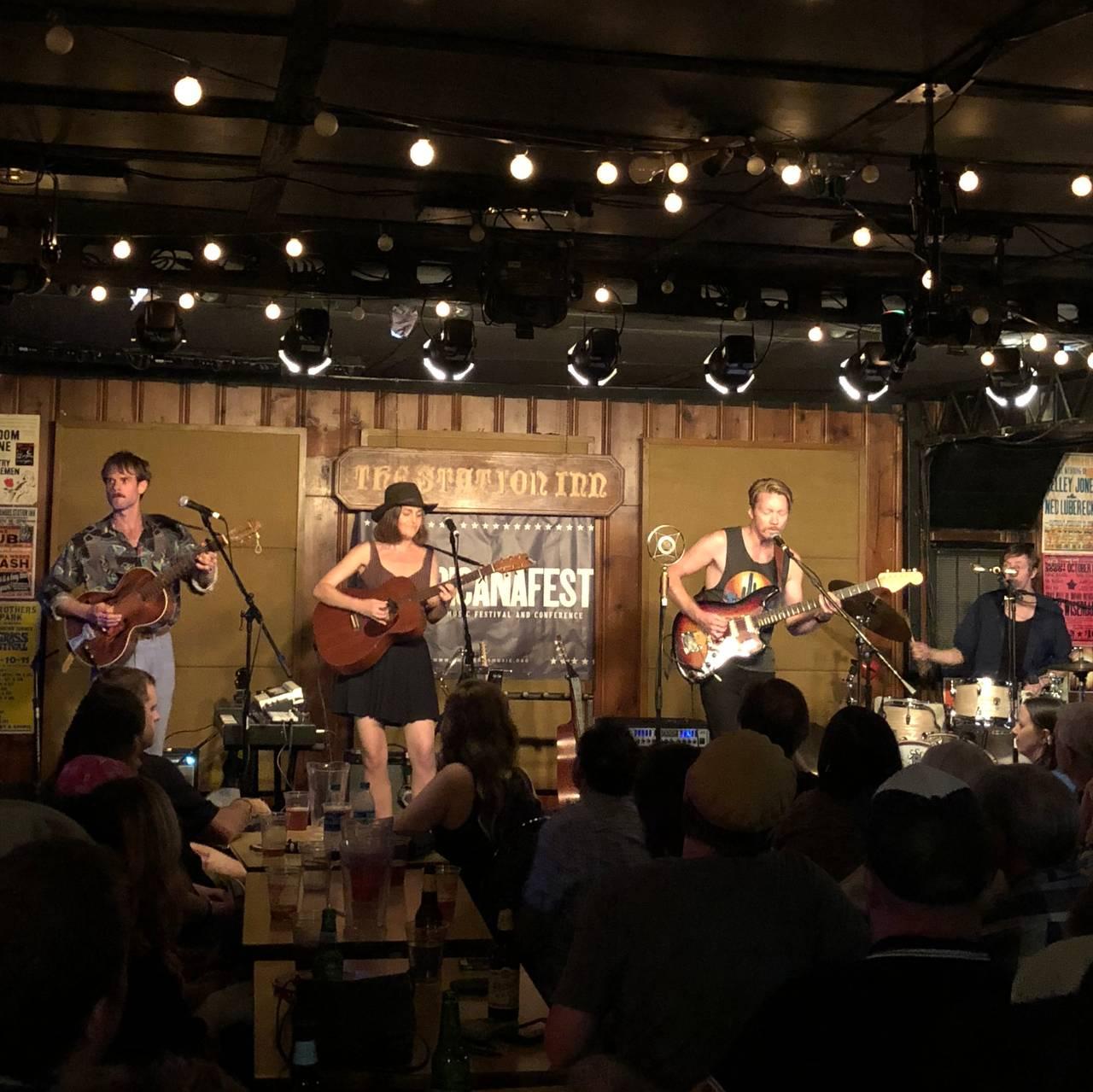 Konsert på Station Inn i Nashville i 2018.