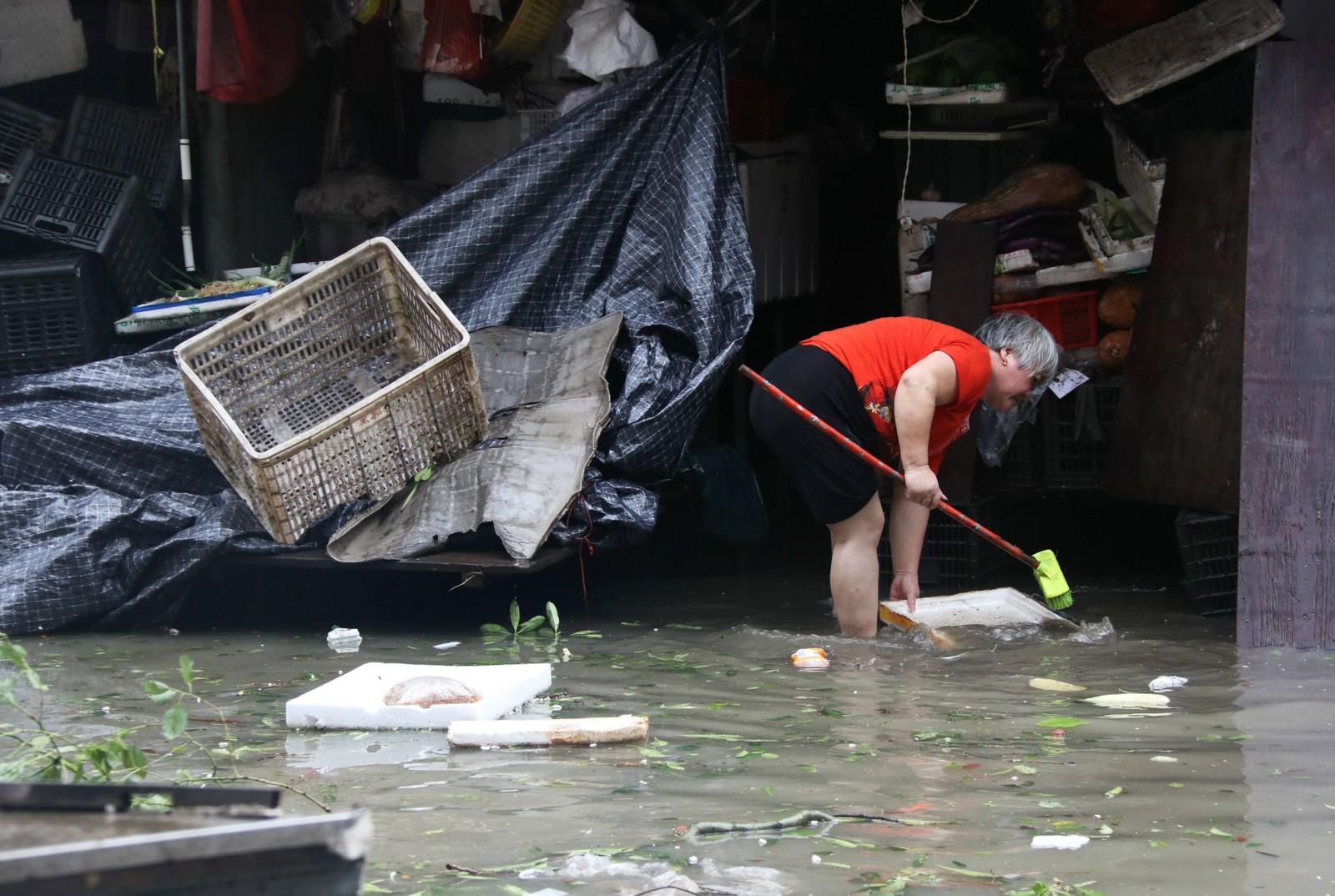 STORE MENGDER VANN: Mange gater i byen Xiamen, i Fujian-provinsen sørøst i Kina, er oversvømte.