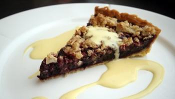 Blåbærpai med hjemmelaget vaniljesaus