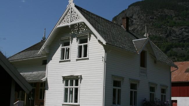 Hovudhuset på Einemo. Foto: Kjell Arvid Stølen, NRK.