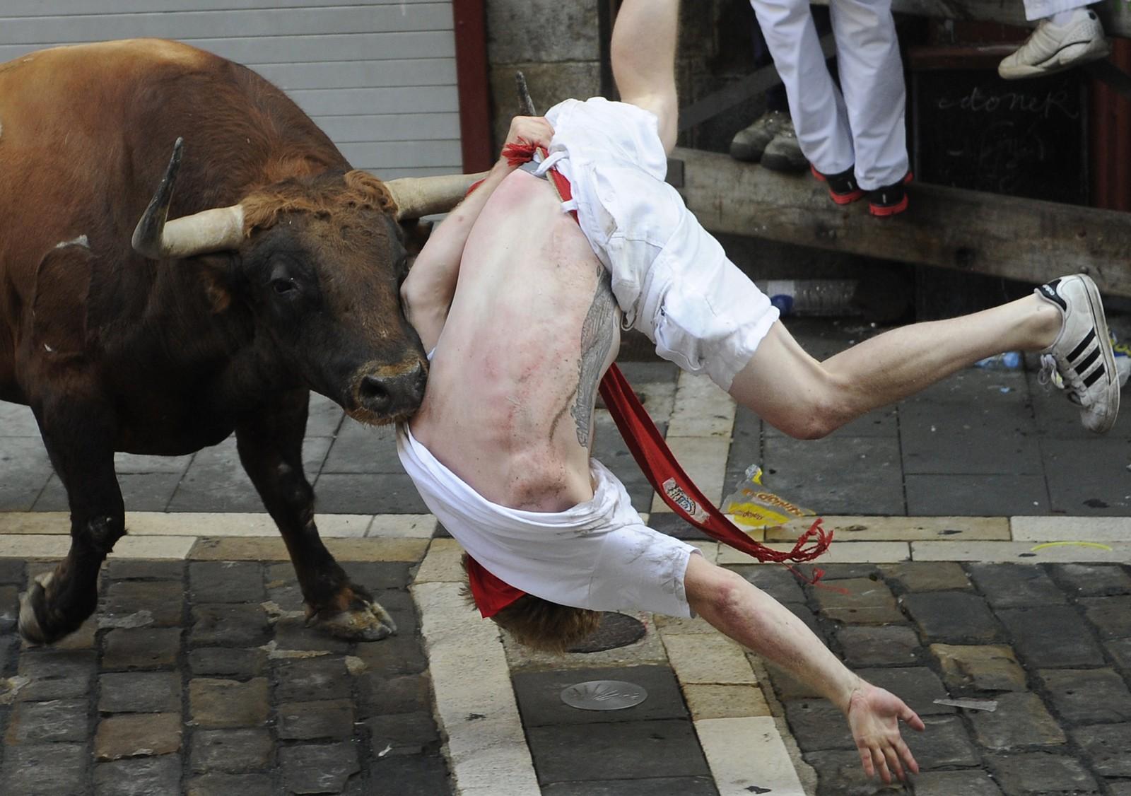 Brutale scener i okseløpet under San Fermin-festivalen i Pamplona, Spania 7. juli.