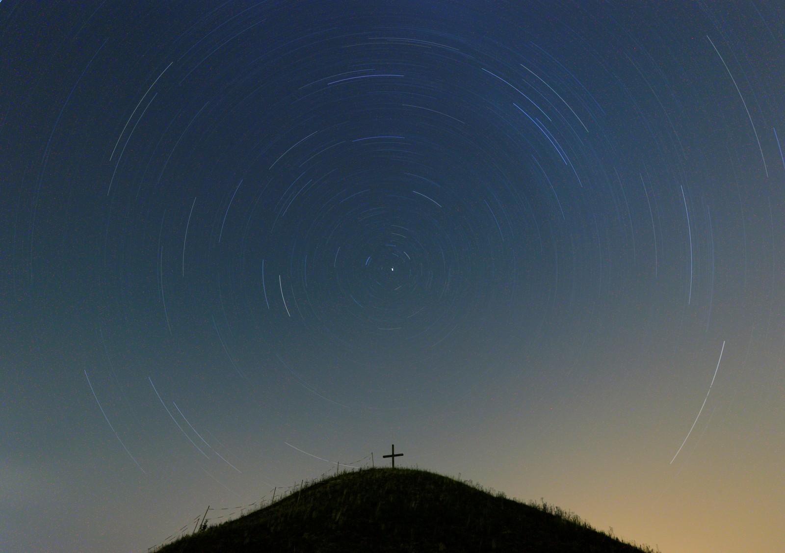 Dette bildet tok 90 minutter å ta. Resultatet ble en unik stjernehimmel over Grossmugl, Østerrike.