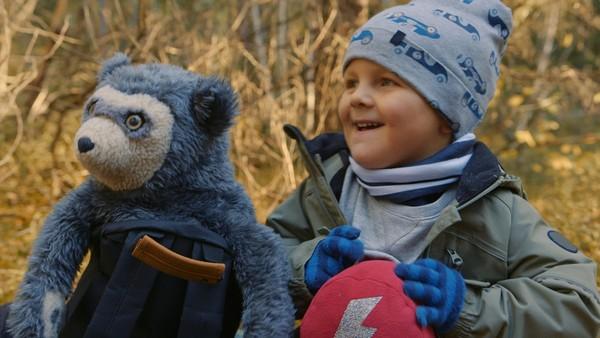 Johannes og bestemor skal på tur i skogen. Men det er langt å gå og etter hvert blir Johannes fryktelig sliten.Norsk dramaserie.