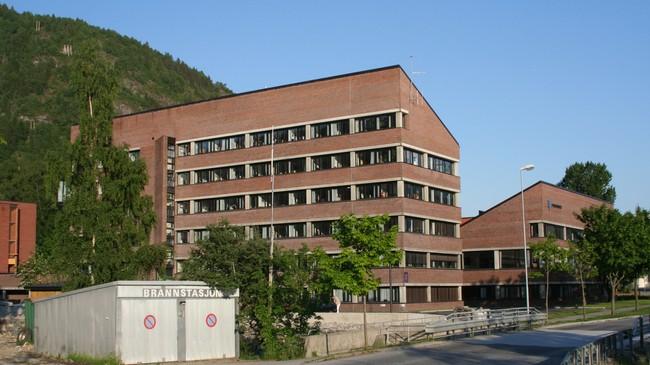 Fylkeshuset som vart teke i bruk i 1989. Foto: Ottar Starheim, NRK.