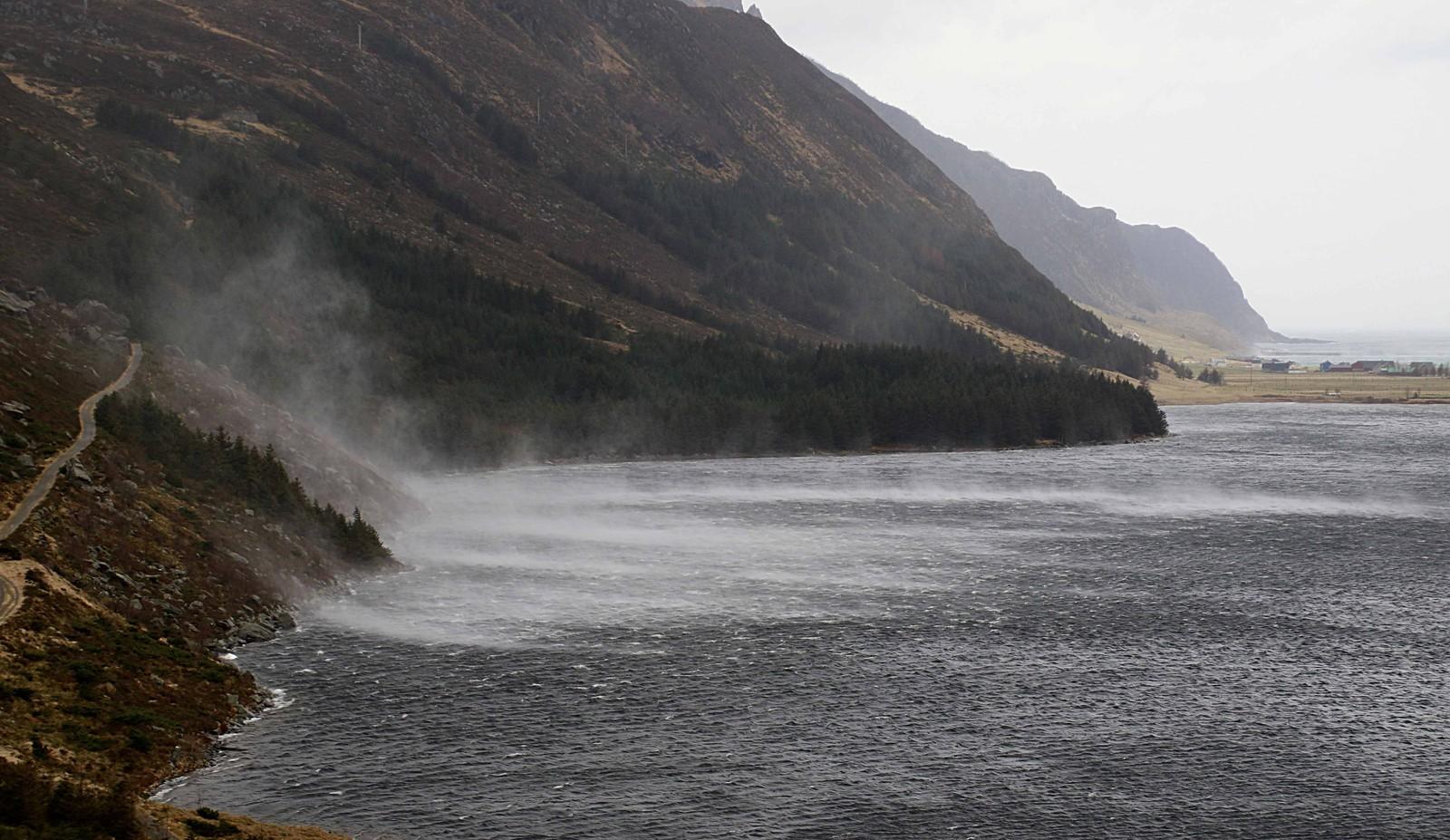 Slik opplevde Vågsøy påska. Biletet er frå Refvikvatnet.