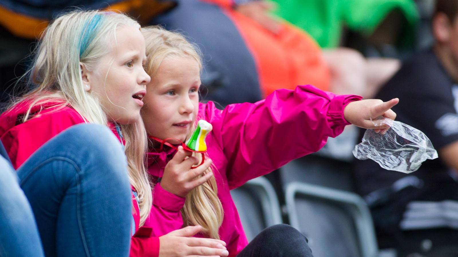 Treningskampen mellom Sogndal og Brann gav dei unge eit glimt av fleire fotballidol.