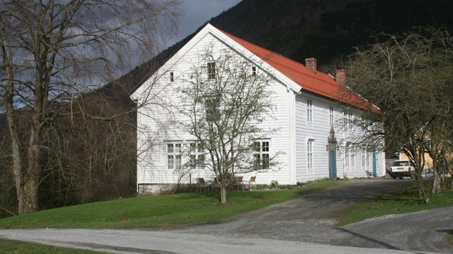 Det staselege huset på Leikvin har rundt 600 kvadratmeter golvflate. Foto: Ottar Starheim, NRK.