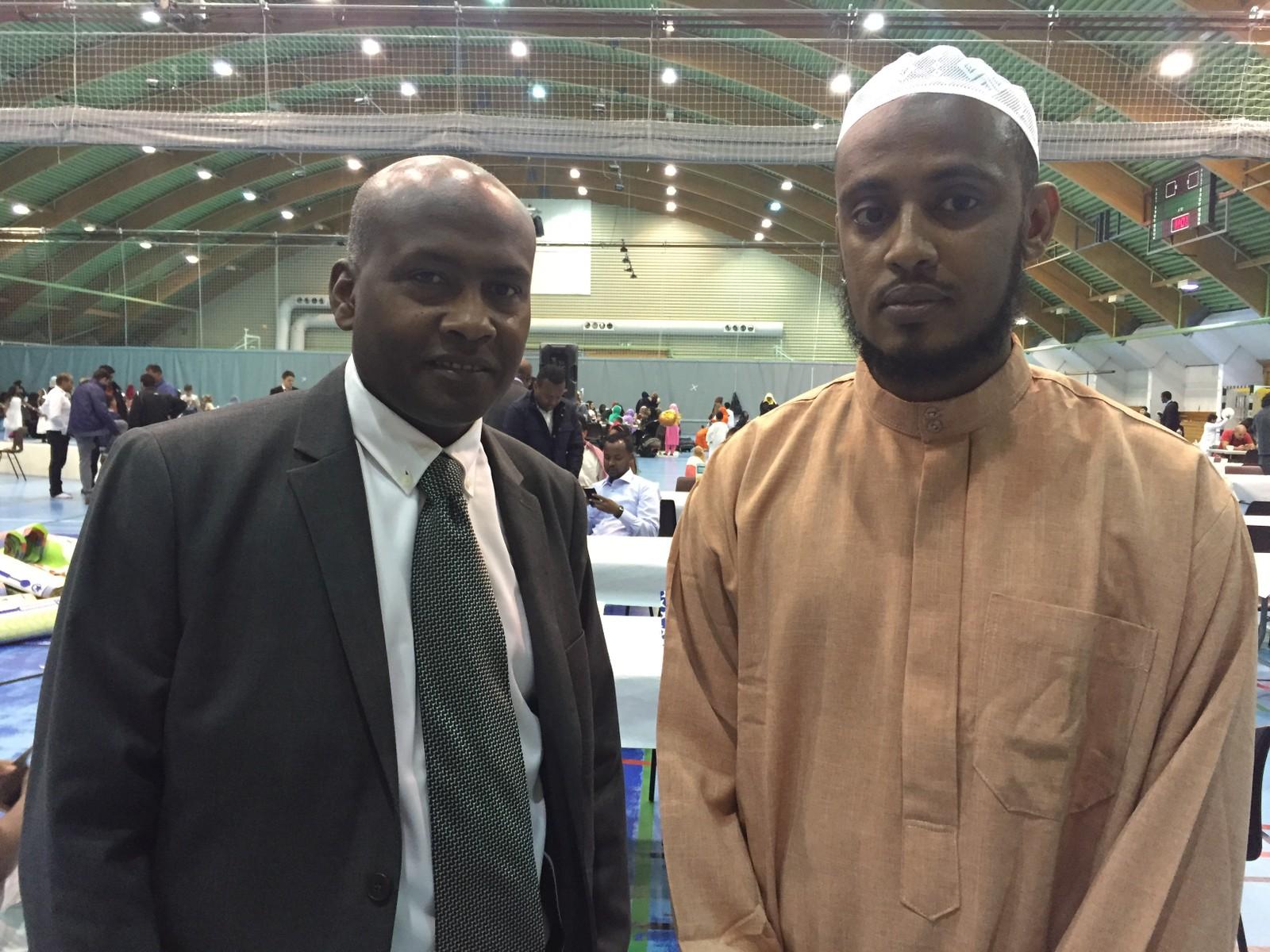 Abdalla Ali Mohammed er medlem av Salaam-komiteen ved Alnorsenteret. Her avbildet med Iman Muslim fra Islamsk senter for Nord-Norge, som ledet bønnen og holdt tale for forsamlingen.