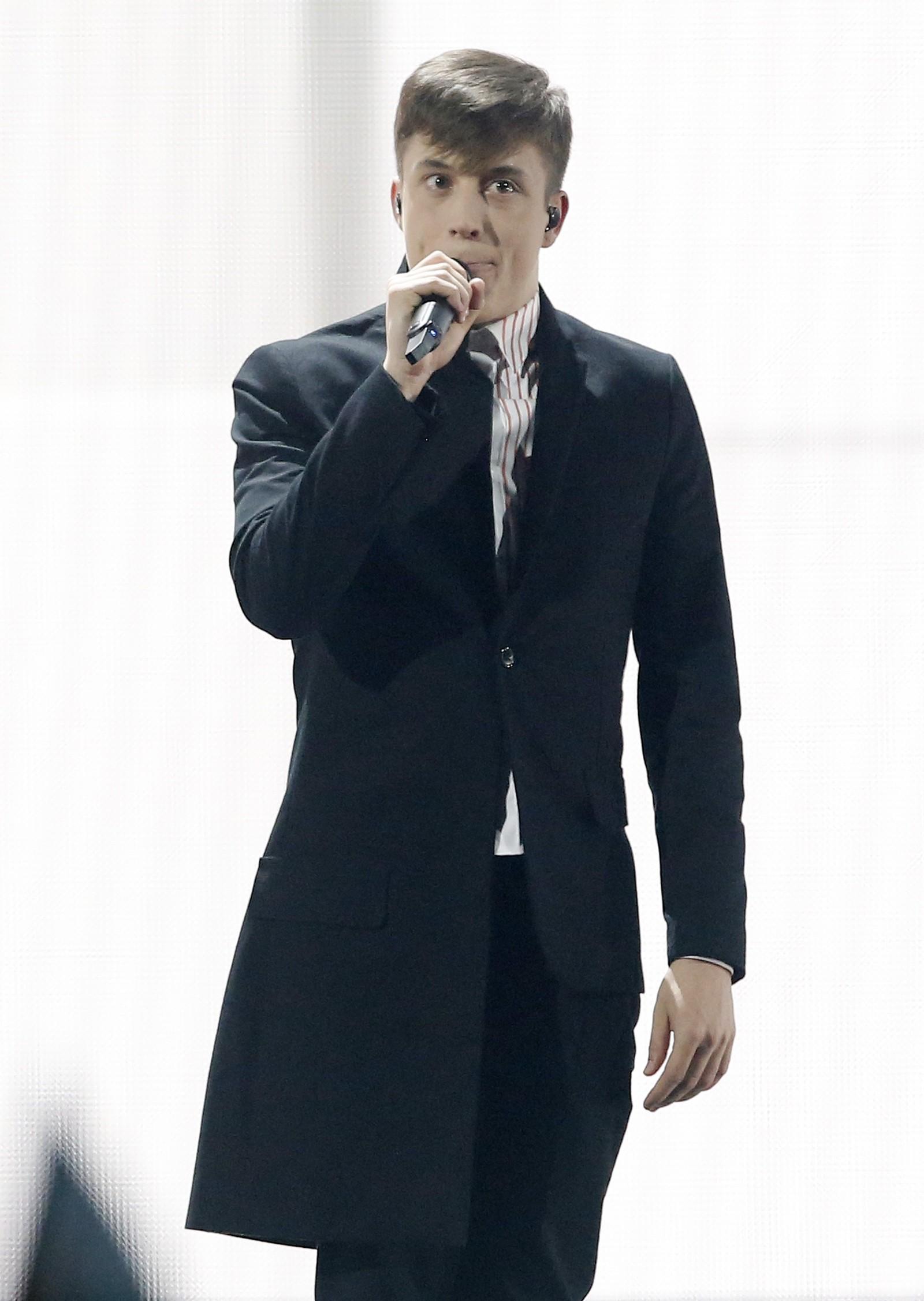 13. BELGIA: Unggutten Loïc Nottet representerer Belgia med låten «Rhythm Inside». Nottet kom på andreplass i den belgiske utgaven av The Voice i fjor.