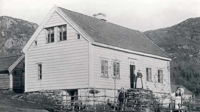 Ulvik skule på 1920-talet. Ukjend fotograf. © Fylkesarkivet.
