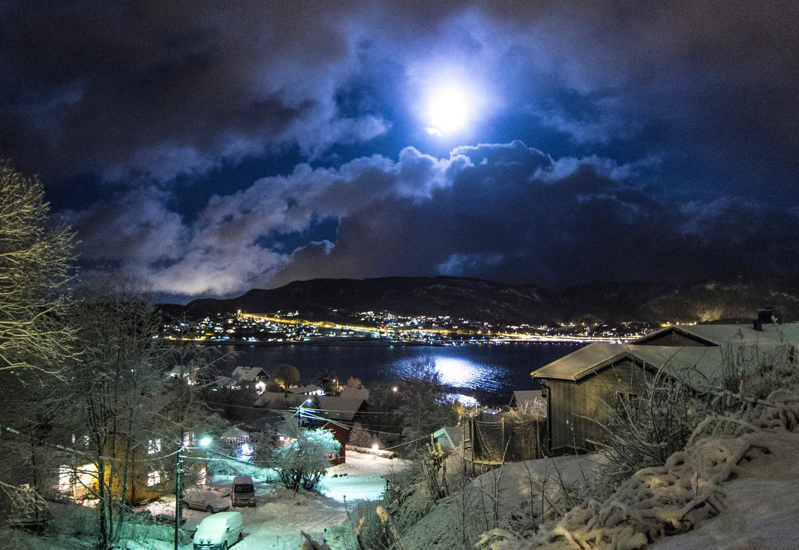 Måneskinn over Hommelvik