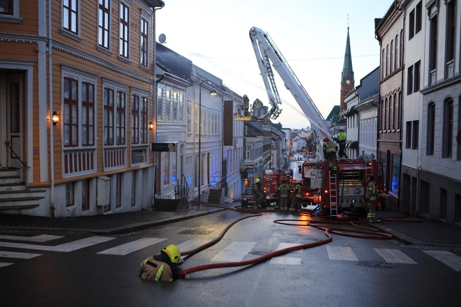 Brann i Arendal sentrum Østre gate.