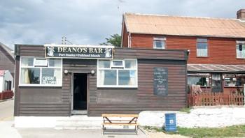 Deanos's Bar i Stanley
