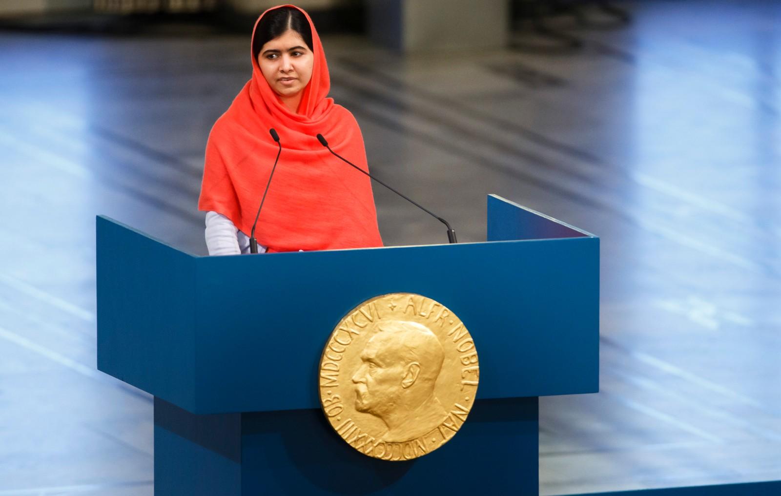 IKKE FOR UNG: Malala Yousafzai holder sin svært sterke fredspristale i Oslo rådhus onsdag ettermiddag.