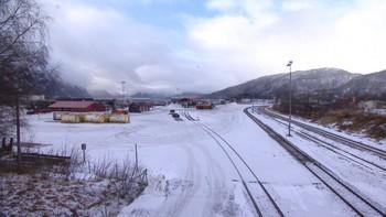 Cargolinks vedtak om å legge ned virksomheten og avvikle godstransporten på Raumabanen kommer som en overraskelse. Reaksjonene er sterke.