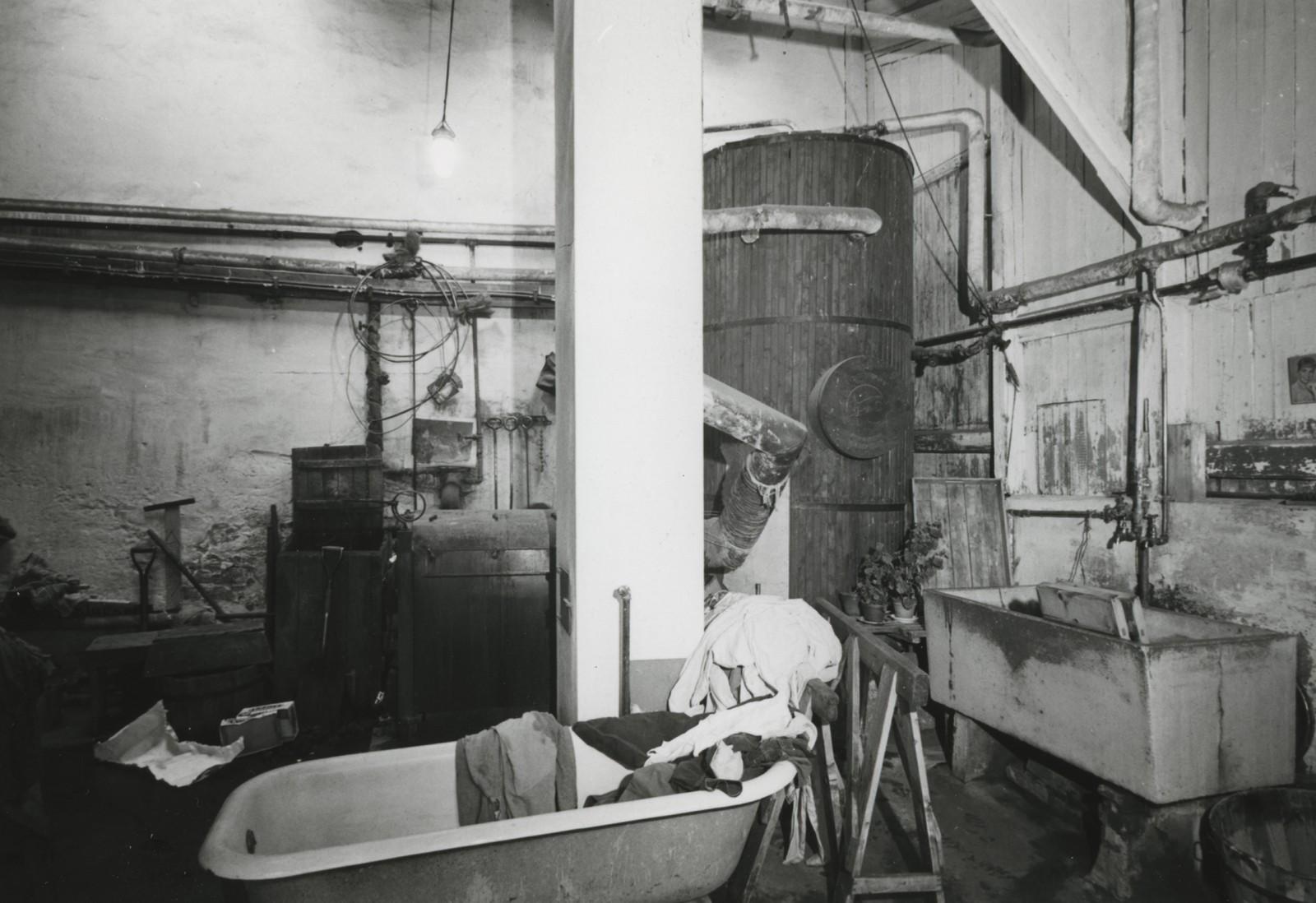 Vaskerommet var ein av stadane pasientane kunne arbeide. Det var mange laken og dynetrekk å vaske på ein institusjon med 80 pasientar.