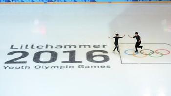 Åpningsseremoni direkte fra Lillehammer. Kommentatorer er Peder Mørtvedt og Gjermund Midtbø.